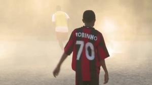 米兰球迷?12岁姆巴佩身穿罗比尼奥球衣接受采访