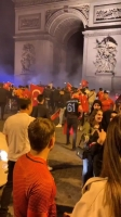 击败法国!土耳其球迷在巴黎街头庆祝