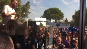 人山人海!里贝里抵达佛罗伦萨