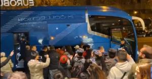 抵达马德里!武磊受到当地华人球迷热烈欢迎