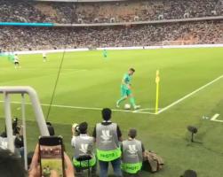 现场球迷实拍克罗斯角球直接破门