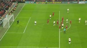 滑跪相拥萨拉赫!利物浦官方镜头记录阿利森奔袭全场庆祝进球