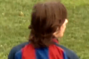 与众不同!梅西16岁罕见比赛视频