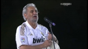 11-12赛季西甲夺冠,多明戈献唱皇马队歌Himno del Centenario