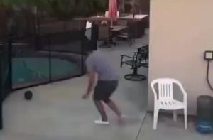 当把足球踢到有恶狗的邻居家,真的是冒着生命危险去捡球