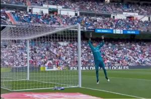 皇马球迷还怀念他么?纳瓦斯最后一场用标志性动作告别伯纳乌!
