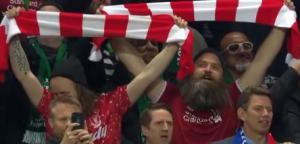 最震撼时刻!利物浦全队与球迷一起唱队歌