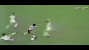球王风采!马拉多纳惊人的足球技艺展示