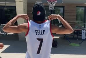 他也有篮球梦!菲利克斯身穿开拓者球衣秀精准投篮