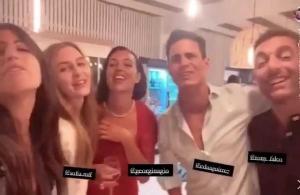 朋友团聚!西班牙记者兼C罗好友与乔治娜高歌