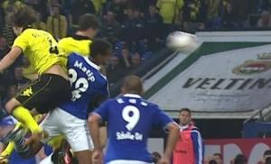 历史上的今天:莱万代表多特打入德甲首球