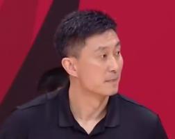 苏伟抱怨裁判没给2+1 裁判果断吹他技犯
