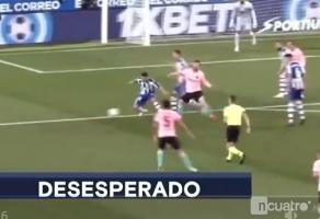 另外一个镜头看梅西怒踢皮球后染黄时刻