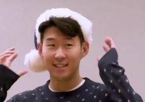 花絮!孙兴慜穿圣诞节服饰跳搞怪舞姿
