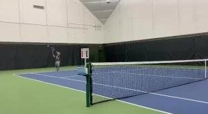 什么水平?东契奇和巴里亚打网球