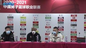 中文听力很溜啊!张帆发言遭打断 马布里:我队员还没说完话!