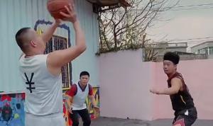 被这解说整笑了!中国模仿帝爆笑模仿塞克斯顿打球