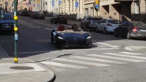 十分拉轰!昔日伊布驾驶法拉利现身瑞典街头