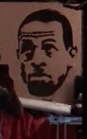 球迷用牙膏在镜子上画伊戈达拉头像