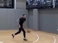 尼克斯球员托平在训练中频频秀暴扣
