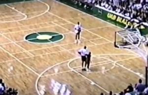 1989年乔丹在NCAA表演赛上 连续三次罚球线扣篮