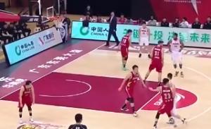 【球员高光】赵睿取12分6板4助遭伤退 单脚跳离赛场何其悲壮