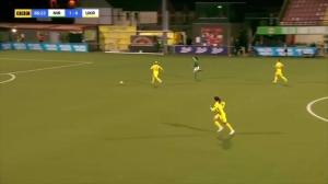 不解围去撞人?女足欧洲杯预选赛乌克兰姑娘硬核犯规