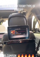 熟悉的拍摄手法!老汉在车里又摇起来了!