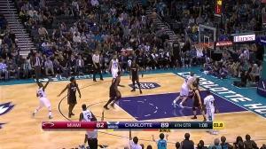 NBA名场面之一:肯巴沃克三分提前庆祝逗比晃肩浪舞