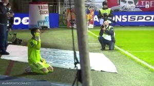 布雷斯特球员跪地祈祷能留在法甲
