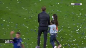 人生赢家!图赫尔赛后与两小女儿场内庆祝冠军