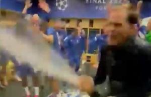嗨起来!图赫尔更衣室狂喷香槟庆祝夺冠