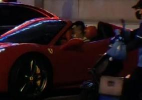 网友再次偶遇郭艾伦开法拉利 全车落地500万太拉风了