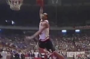 2000年CBA全明星扣篮大赛 姚明和王治郅挑战外援詹姆斯