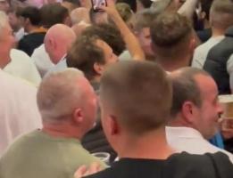 利兹联球迷高唱:拉什福德和桑乔让你的国家失望