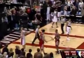 这恐是姚明在NBA最遗憾一球,没有罗伊0.8秒,他将收获生涯唯一绝杀