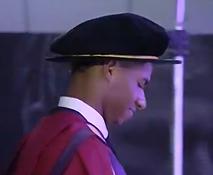 曼彻斯特大学授予拉什福德荣誉博士学位